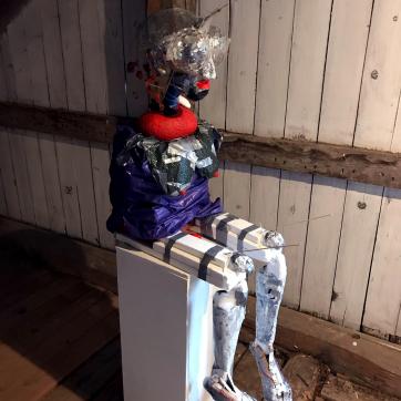 Tyyppi 1, 2019: trash & object trouvé sculpture, c. 150cm x 60cm x 60cm. Taidelaitos Haihatus 2019.