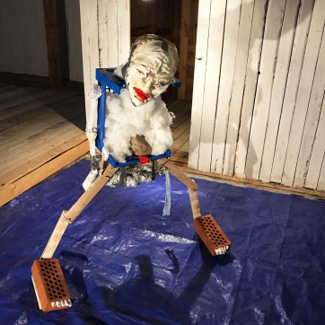 Seisova tyyppi, 2019: trash & object trouvé sculpture, c. 140cm x 100cm x 60cm. Here exhibited in Taidelaitos Haihatus 2019.