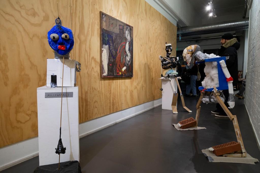 """Näkymä näyttelystä """"Mä laitan tän tähän"""" Eeva Lietosen maalausten kera / A view from my exhibition with painter Eeva Lietonen, 2020"""