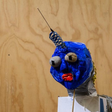Milleniaali (2019). Viimeksi esillä / last exhibited in Drawing Gallery D5, Kaapelitehdas 2020. Objet trouvé, stuff, glue, plaster, tape, love, and trash materials. 2019. Size: 120 cm x 600cm x 80 cm.