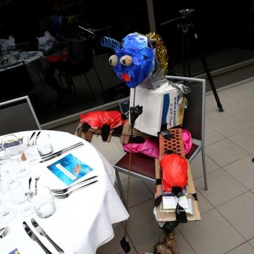 Istuva milleniaali / Sitting Millenial 2020. Romuveistos / trash sculpture, 130cm x 100cm x 80cm. Viimeksi esillä tapahtumassa Haaga-Helialla / Last exhibited in an event at Haaga-Helia .